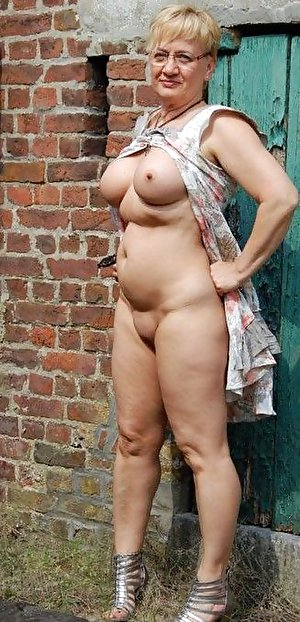 Plumper old ladies posing nude