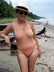 Incredible mature milf showing off her body