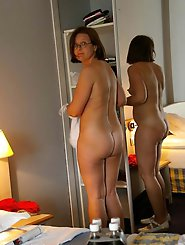 Fresh mature MILF in her solo play