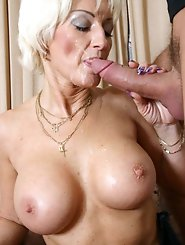 Hottest mature tart trying to seduce
