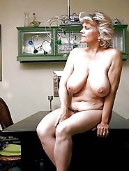 Aged MILF posing fully undressed on camera