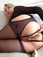 Lascivious mature gilf get nude for you
