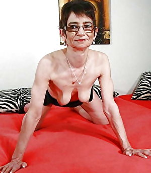 Prurient mature tarts with soaked slit