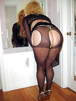 Mature gilf spreading her pussy