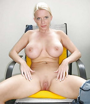 Impressive prostitute showing her tricks