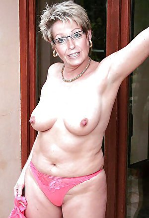 Juicy older lady with wet cunt