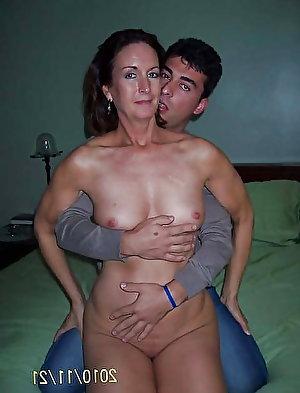 Erotic slut posing naked on picture