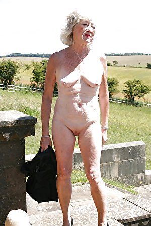 Mature and chubby women on hot amateur photos